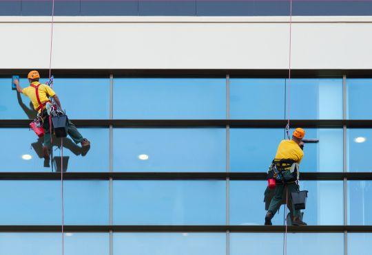 Servicii de curatenie geamuri